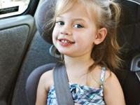 Wo im Auto sitzen Kinder am Sichersten?