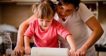 Hausfrau oder Hausmann: Wer zahlt bei einem Unfall?